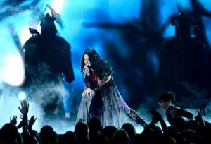Katy-Perry-Dark-Horse-Grammys
